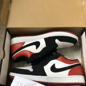 Jordan 1 Black Toe low